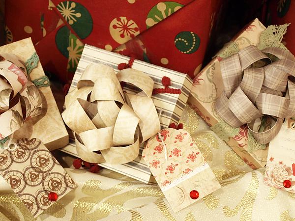 Krisberc-giftboxeswithbows2