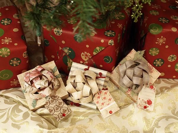 Krisberc-giftboxeswithbows1
