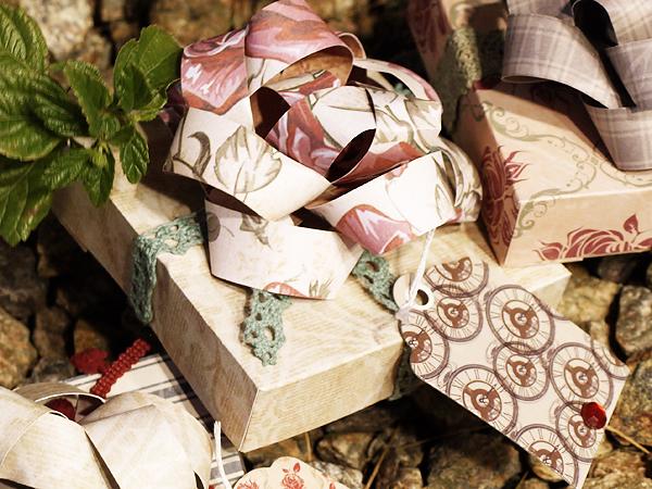 Krisberc-giftboxeswithbows3